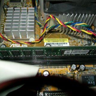 Defekten Arbeitsspeicher austauschen und neuen RAM einbauen