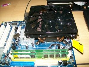CPU-Kühler fertig eingebaut