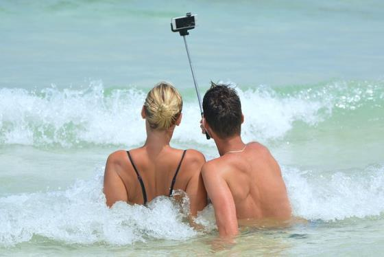 Selfie mit Smartphone am Strand