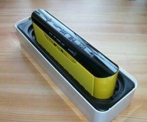 Edifier MP233 Lautsprecher in geöffneter Verpackung