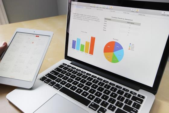 Software auf Notebook und Tablet