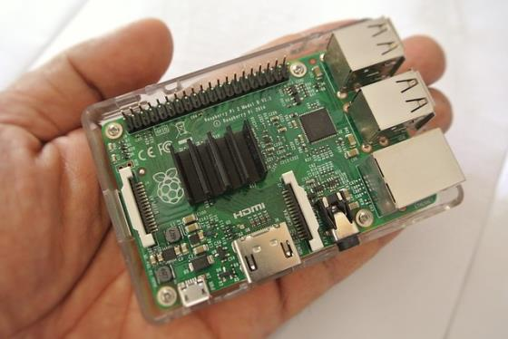 Raspberry Pi Größenvergleich in Hand