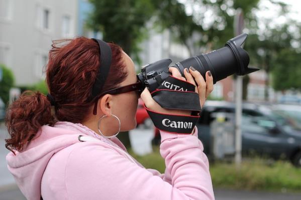 fotografieren mit einer digitalen Spiegelreflexkamera