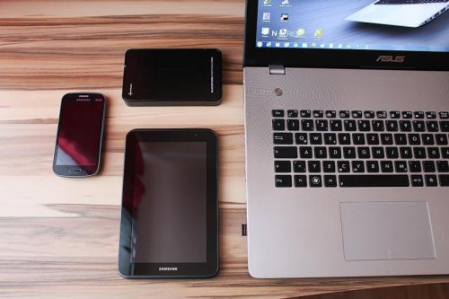 Smartphone Bundle mit Tablet und Notebook