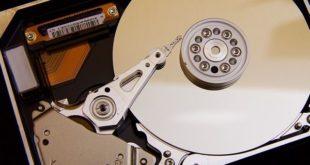 Hardware einer geöffneten Festplatte
