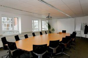Konferenzraum als Einsatzort für den Beamer