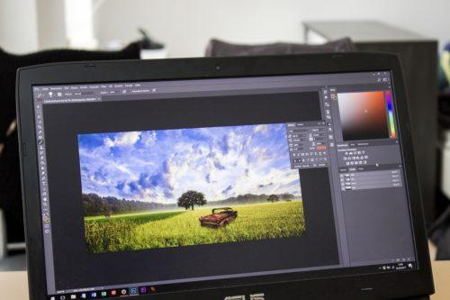 Photoshop von Adobe auf einem Notebook