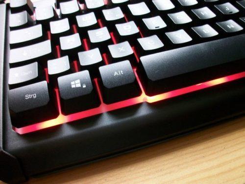 Eterno PG-5545 Tastatur Detail mit roter Beleuchtung