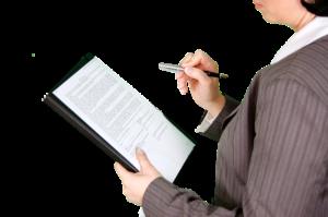 Controlling - Frau mit Checkliste