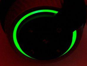 leuchtet grün bei AUX-Verbindung