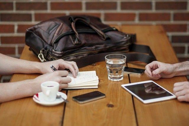 Smartphones müssen nicht alle gleich aussehen - auch von außen lässt sich das Mobiltelefon individualisieren.