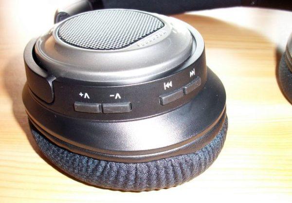 dodocool DA151 Tasten am rechten Ohrhörer
