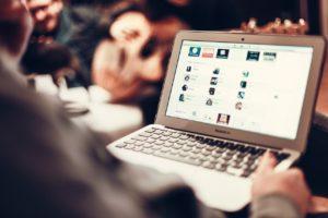 Lernen in Online-Kursen über das Internet