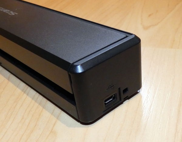 Fujitsu ScanSnap iX100 seitliche Anschlüsse