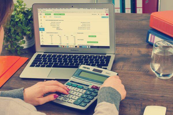 Buchhaltungssoftware auf einem Notebook im Einsatz