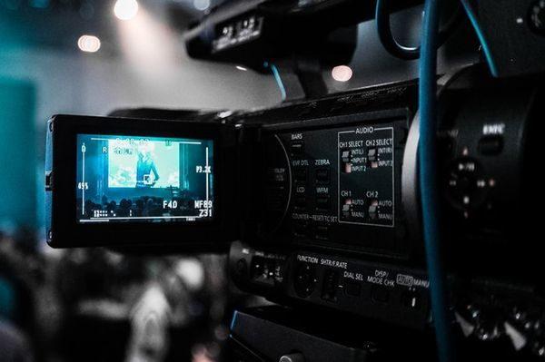 Bundesliga setzt auf Spidercams, HD, Rundumsicht, VR & VAR