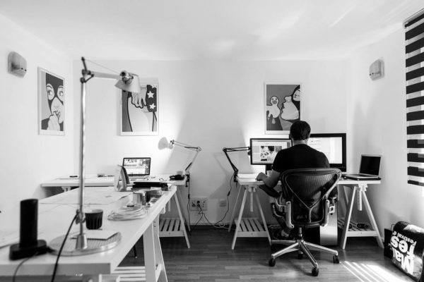 Schreibtisch im Home Office
