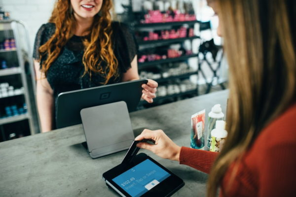 kontaktlos bezahlen mit Kreditkarte