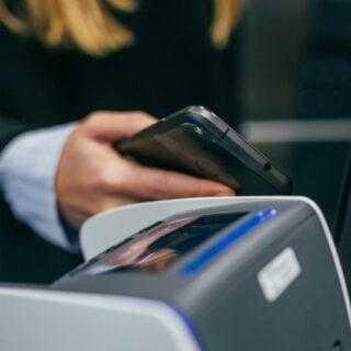 Kontaktloses Bezahlen mit dem Smartphone gewinnt in Deutschland an Akzeptanz