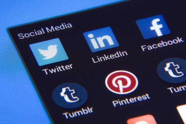 Social Media Webseiten wie Facebook und Twitter