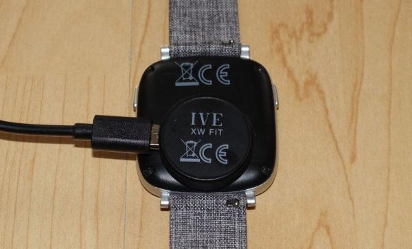 Aufladen des IVE XW FIT Urban Grey Fitness Tracker
