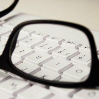 Trockene Augen am PC – Welche Möglichkeiten der Vorbeugung gibt es?