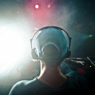 Ich brauche einen DJ-Kopfhörer – was muss ich beim Kauf beachten?