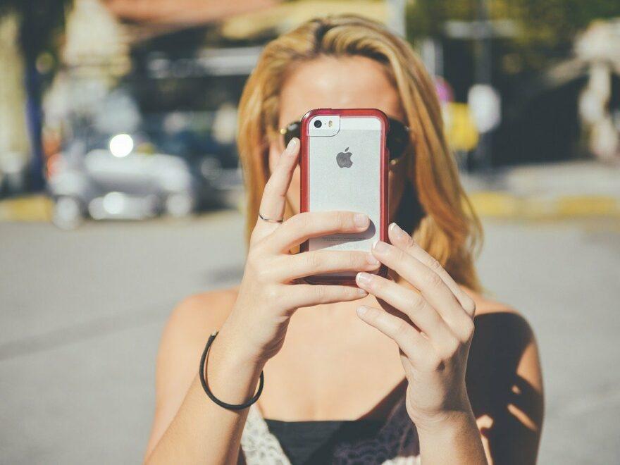 iPhone mit Schutzhülle im Einsatz