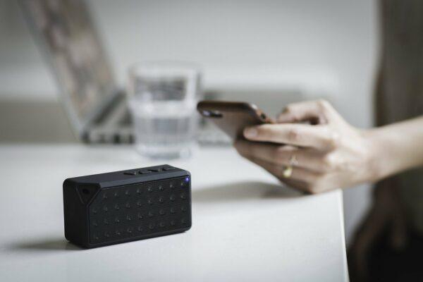 Smartphone mit Lautsprecher & Verstärker verbinden