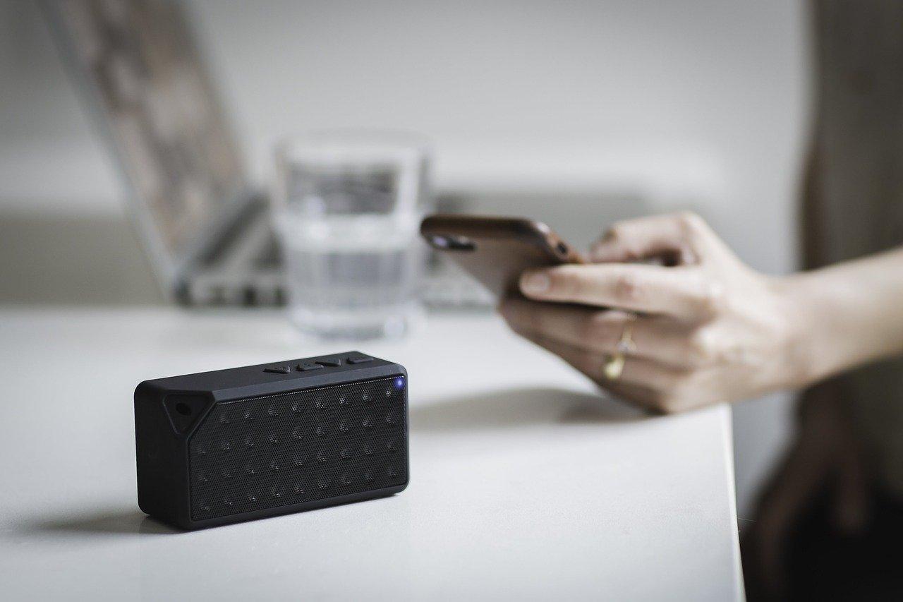 Smartphone mit Lautsprecher & Verstärker verbinden: So klappt's