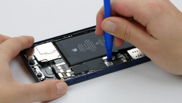 iPhone12-Konnektor-trennen