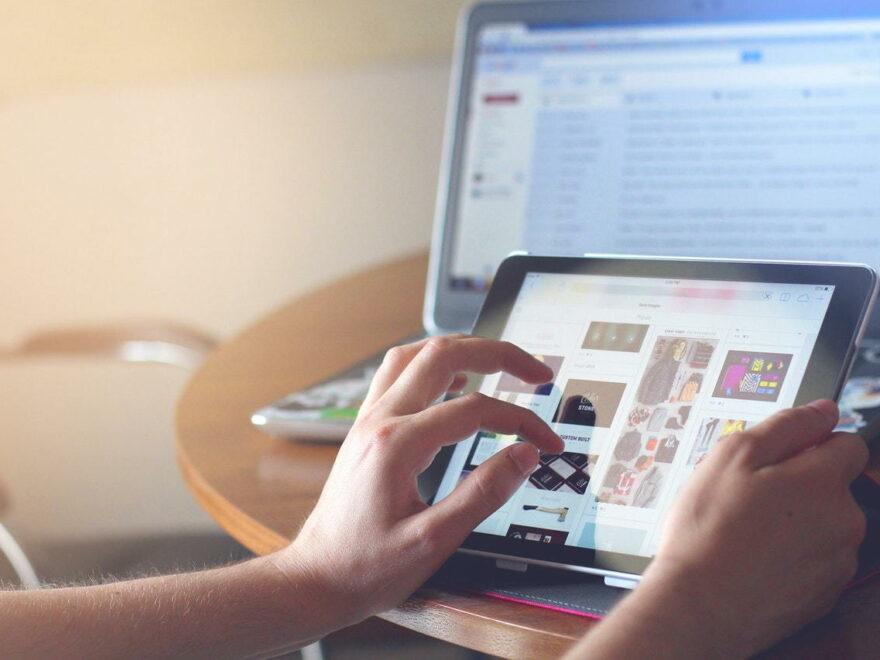 Tablets am Arbeitsplatz von Designern