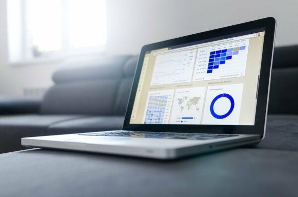 KPI-Dashboard auf Notebook
